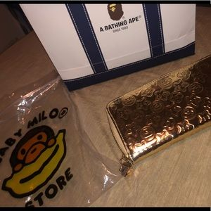 Super cute gold baby milo wallet (DONT LOWBall)